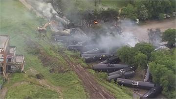 德州沃斯堡火車出軌燃燒 波及附近馬廄