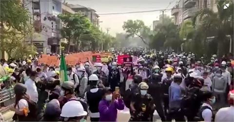 軍方突襲逮捕學生 緬甸全國大罷工