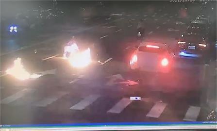 快新聞/與千萬勞斯萊斯相撞! 高階警官之子昏迷、機車瞬間起火「燒到剩骨架」