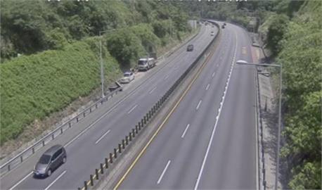 國5「3398輛次」南下!車流比去年少76% 全台「5匝道」車流回堵