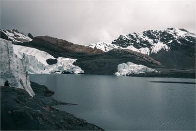 全球極端氣候加速...格陵蘭冰蓋頂部史上首次下雨 降下70億噸的雨水