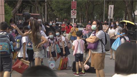 侯友宜、柯文哲共同防疫決策!  雙北宣布高中職以下停課至5/28