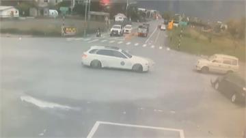 疑左轉未禮讓直行車 休旅車遭撞飛再撞斷路樹