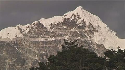 尼泊爾疫情下重啟登山季 今年首起死亡山難!兩人命喪聖母峰
