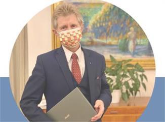 快新聞/捷克參院議長韋德齊友台又一舉! 臉戴台捷國旗口罩手捧台灣Acer電腦