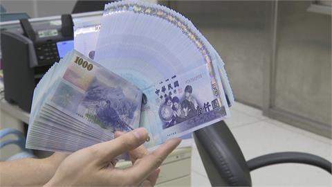 政院擬推「振興5倍券」 藍重申「普發現金」 綠喊「數位振興券」