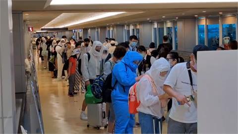 赴關島打疫苗 首批旅客晚間返抵國門
