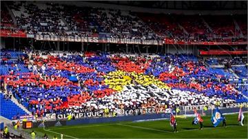 抗議主辦單位親中!法國足球迷拼「西藏獨立旗」嗆中國
