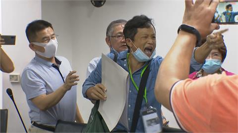 快新聞/朱立倫新北謝票男子突闖入! 狂吼「你就是消滅中華民國的人」
