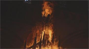 示威滿週年再度上街 反政府智利民眾燒教堂抗議