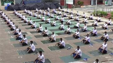 孟加拉7千名警察染疫!警方辦瑜伽課防疫兼紓壓