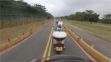 重機違規跨雙黃線被叭 不顧載兩子逼車衝撞