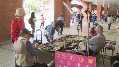 擺攤賣飾品遇女賊 偷高價項鍊誆稱去領錢