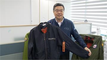 終於等到!民進黨2020勝利版飛行外套2/6亮相 吳怡農當model