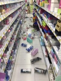 快新聞/接連兩震規模5以上! 家樂福、小北百貨商品四散 購物民眾驚逃