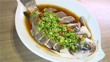 青花椒油火炒辣椒 台菜清蒸鱸魚變川菜