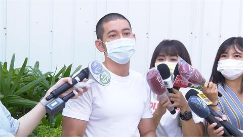 """社運名人黃益中妻遭""""攝狼""""偷拍 見事跡敗露狂奔逃"""