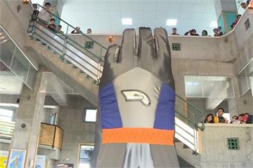 台灣手套博物館開幕 全球最大「5.8M手套」迎賓