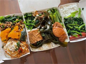木製便當盒「超黏飯」讓他超崩潰!內行人曝一招免用餐具就能吃乾淨