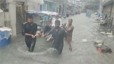 印度大洪水!民宅、馬路遭淹沒 釀3死5失蹤