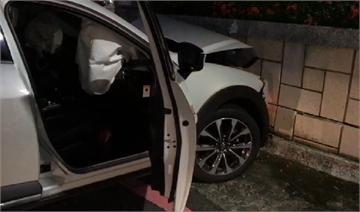 快新聞/女駕駛失控連環撞直衝民宅 台南市一對老夫婦遭殃送醫