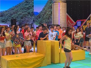 《綜藝大集合》張家瑋挑戰「看誰腳厲害」過high!失控跳起艷舞全場瘋狂