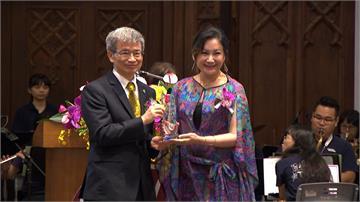 陳亞蘭獲台師大傑出學生獎 透露正趕工「歌仔戲」論文