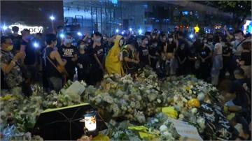 反送中/示威首位犧牲者墜樓週年 逾千人湧太古廣場哀悼