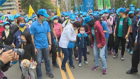 台中萬人健行大會 上萬市民齊步登大坑10號步道
