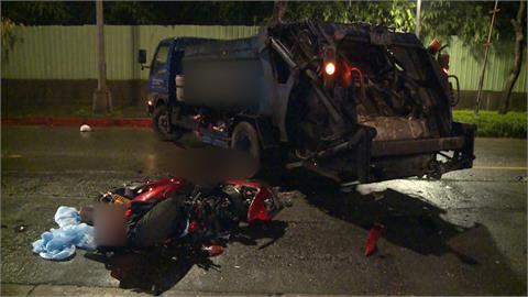 垃圾車回轉 騎士閃避不及撞上 連人帶車捲車底