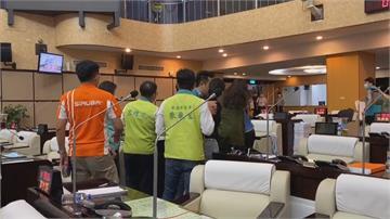 台南市議會預算審查爆衝突!清點人數「突宣布散會」爆扭打