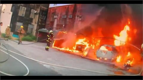 台南民宅旁火燒車 現場見油箱口打開