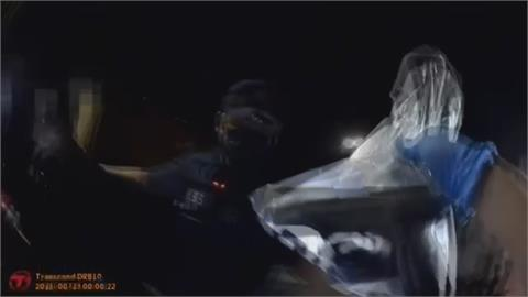 見警闖紅燈逃逸 身上竟有改造槍枝