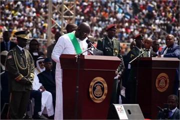 球星從政 前足球先生韋亞就任賴比瑞亞總統