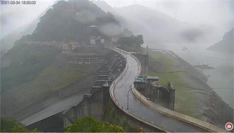 8千人線上看石門水庫下雨!樂翻灌爆留言:我要看到水流成河