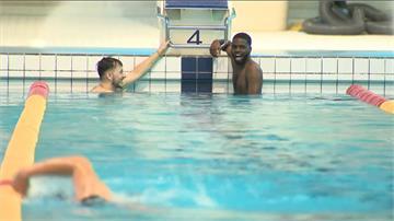 掃除刻板印象 英國推廣黑人投入游泳運動