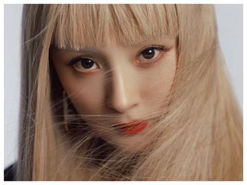 楊冪「豹紋金髮」化身芭比娃娃 超狂馬甲線被親爸「1句話」狠吐槽