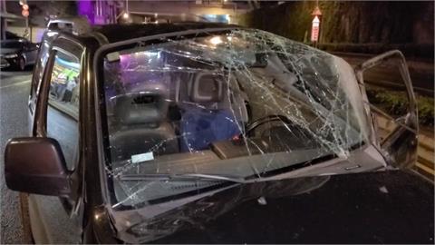 北市19歲男駕吉普車打滑失控 釀6車連環撞