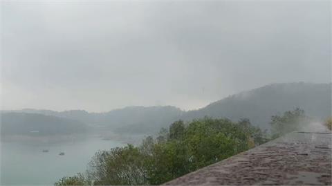 快新聞/南投地區解渴!滂沱大雨狂炸日月潭 溪頭、鹿谷也罩雨幕
