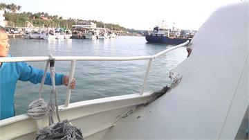 富岡漁港貨船轉彎 撞停港邊綠島之星客輪