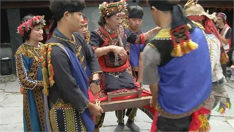 台東大學復刻百年「跪式婚轎」 排灣族人感動落淚