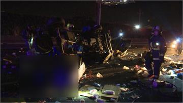 國道車禍連兩起 2輛貨車相撞翻覆