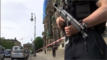 男闖柏林大教堂持刀揮舞 警開槍制伏