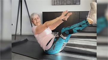 81歲健身阿嬤爆紅 平板做超挺還能加槓片