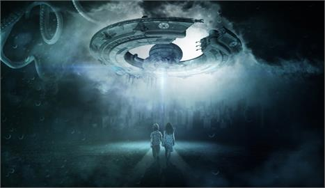 女友目擊他詭異「懸浮半空」?男友曝:我被外星人「送回家」