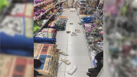地牛翻身超市貨架商品掉一地 信義華納威秀天花板崩塌