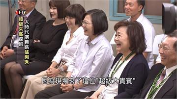 蔡總統參訪收視第一《大時代》!客串體驗「煮麵」架勢十足