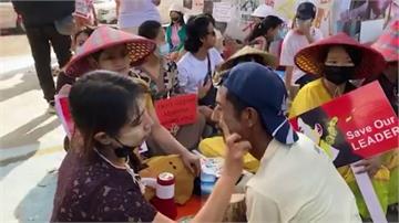 緬軍支持者刀襲反政變示威者 至少2人傷