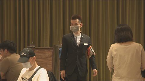 吃到飽餐廳祭「防疫糾察隊」 叮嚀取餐須戴口罩