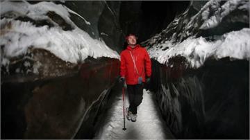 哈薩克「冰河健行」正夯 探索天山銀白奇觀